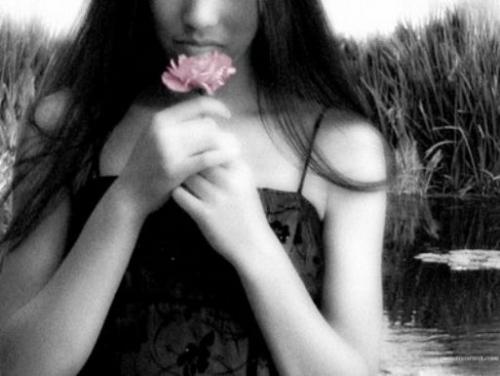 donna e fiore.jpeg
